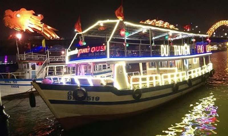 Tour xem pháo hoa trên du thuyên sông Hàn