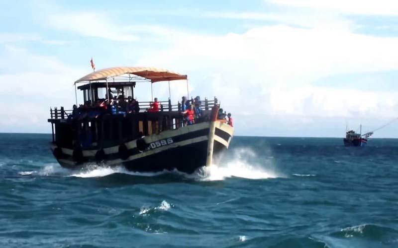 Vé Cù Lao Chàm đi bằng tàu gỗ